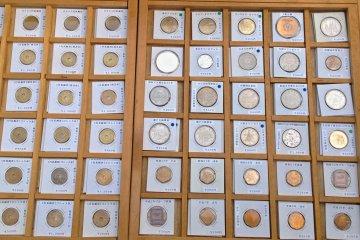내가 비록 동전 동전들을 산 적도, 수집가도 아니지만, 오래된 동전들도 찾을 수 있다. 나는 동전의 진위성에 대해 아무 말도 할 수 없다