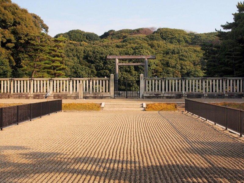 <p>The gates to the Tumulus of Emperor Nintoku at Mozu Daisenryo Kofun tomb. &nbsp;</p>
