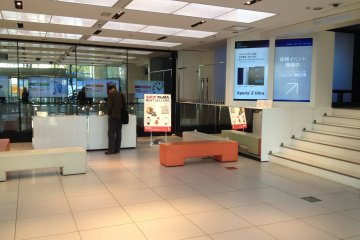 <p>If you visit the Sony Building on a weekday, there aren&#39;t many people around and you can visit at your own pace. The weekends can get crowded and some sections like the audio visual theater usually has long lines and you need to wait your turn.</p>