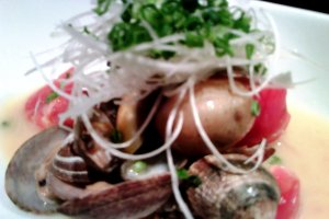 Clams with butter broth anddaikon radish and spring onion