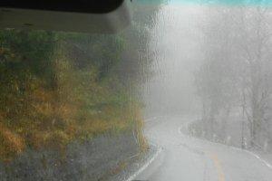 ภาพตอนกลางของภูเขาทาเทที่ให้บรรยากาศแบบฤดูฝน