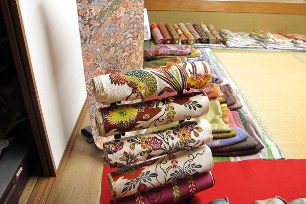 ม้วนผ้าบิงงาตะจากศิลปินพื้นบ้าน