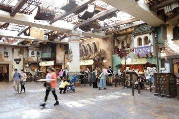 <p>บริเวณโรงอาหารในโซนอินเดีย</p>