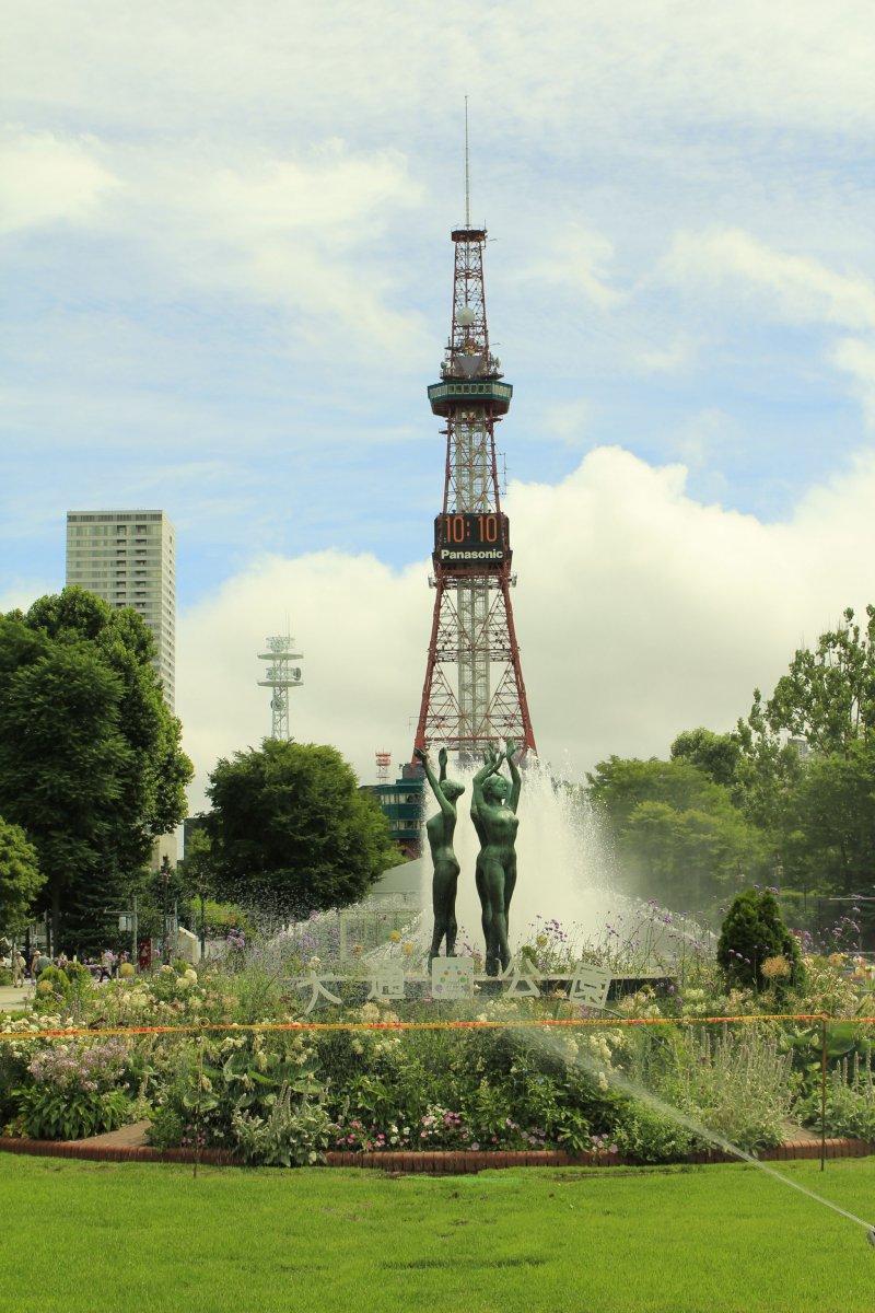 <p>สวนโอโดริ ศูนย์รวมกิจกรรมและแหล่งพักผ่อนหย่อนใจของชาวเมืองซัปโปโร</p>