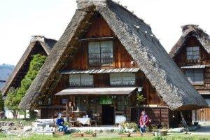 ร้าอาหารแห่งหนึ่งในหมู่บ้าน