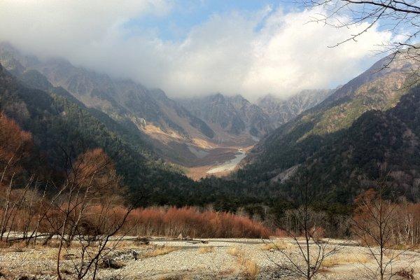 เทือกเขาที่รายล้อม Kamikochi