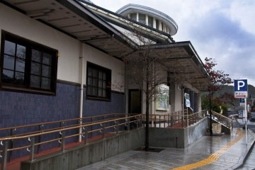 <p>Arita station&#39;s impressive architecture</p>