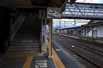 <p>Stairs, train tracks, mirrors, connecting bridges and platforms at Arita&nbsp;station</p>