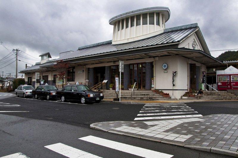 <p>Front of Arita train station</p>