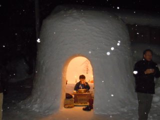 Life in a Kamakura. The Kamakura Festival is not just about looking, it's about experiencing. Visitors are welcomed by locals to come inside the snow structures to enjoy food and drink. This is Japanese hospitality at its finest!