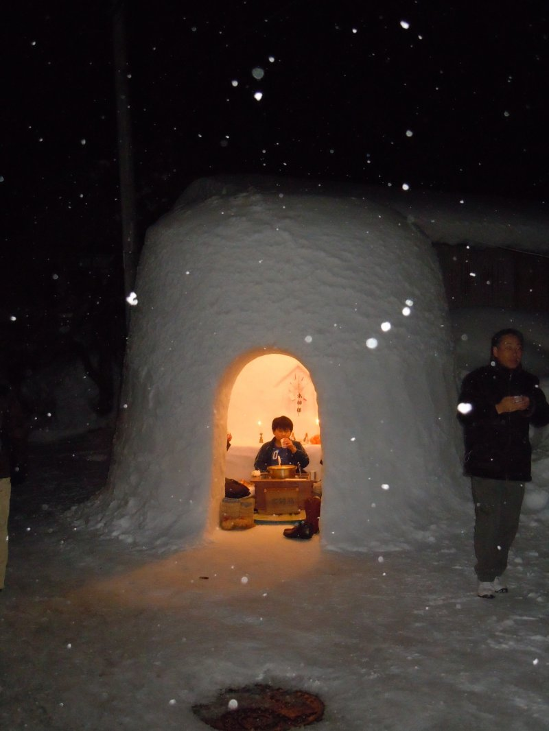 <p>Life in a Kamakura. The Kamakura Festival is not just about looking, it&#39;s about experiencing. Visitors are welcomed by locals to come inside the snow structures to enjoy food and drink. This is Japanese hospitality at its finest!</p>