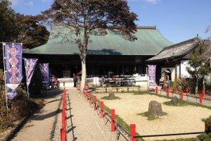 Stone garden and Bonsho Prayer Hall, Noma Daibou.