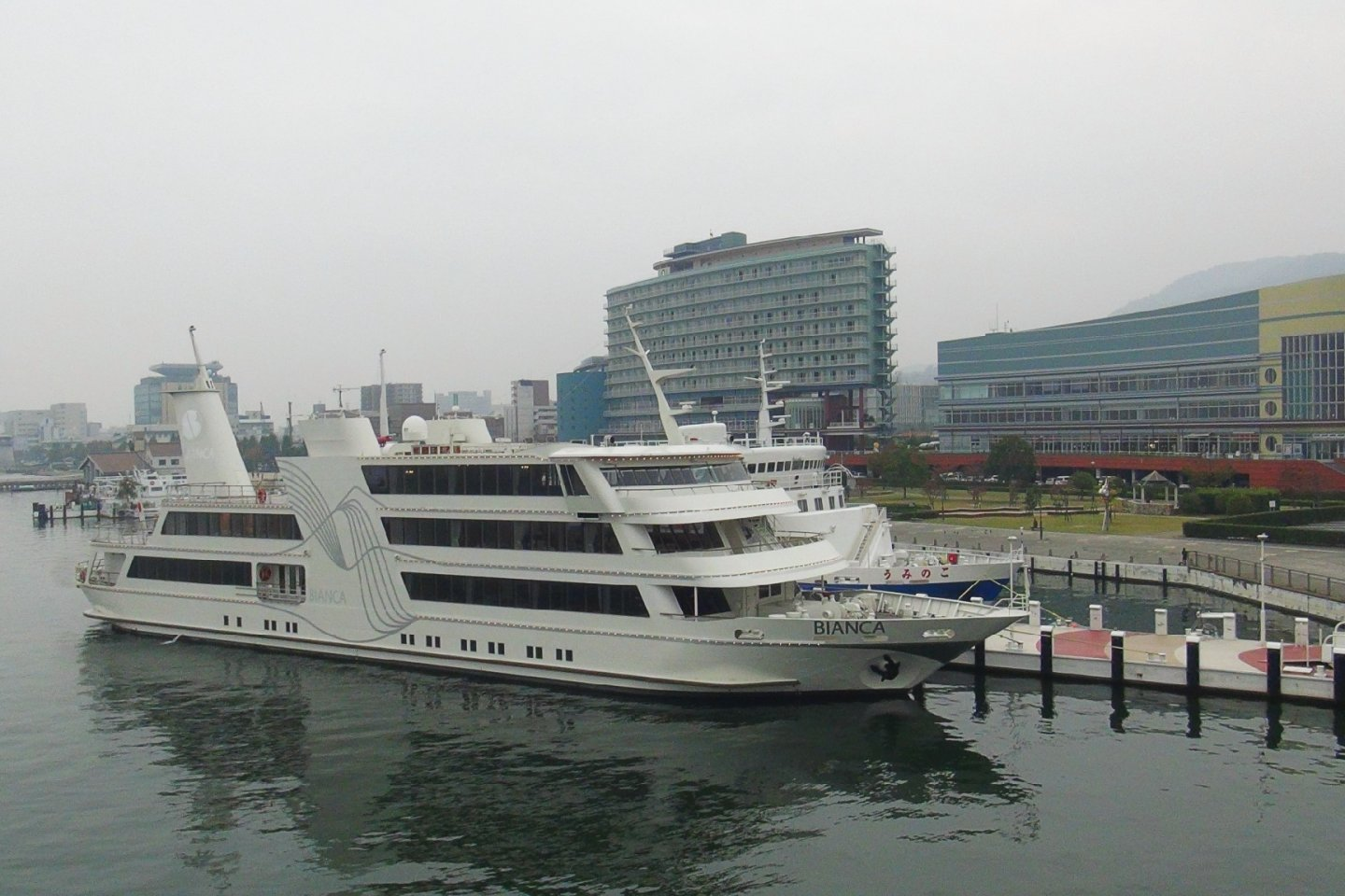 The Michigan Cruiser Pleasure Boat: Departs from the port of Hamaotsu, Otsu City, Shiga Prefecture.