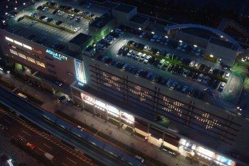 <p>Aqua City by night</p>
