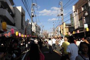 ถนนหลายเส้นถูกปิดลงเพื่อใช้ในการจัดงานเทศกาล