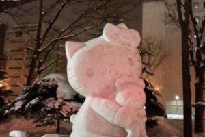 รูปปั้น Hello Kitty การ์ตูนดังของประเทศญี่ปุ่น