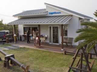 LightHouse는 또한이 카페 서비스 아이스크림, 샌드위치 및 음료의 이름 이기도하다