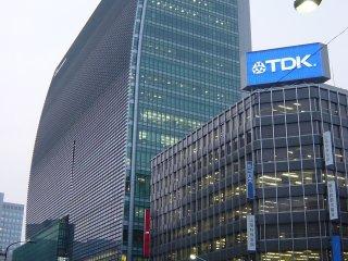 Tòa nhà Coredo Nihonbashi gần Nihonbashi. Trong đây có một số khu mua sắm. Bạn có thể đến từ ga Nihonbashi trên tuyến Tozai.
