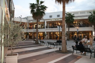 Over 240 speciality and fashion shops line the wide walkways and plazas.