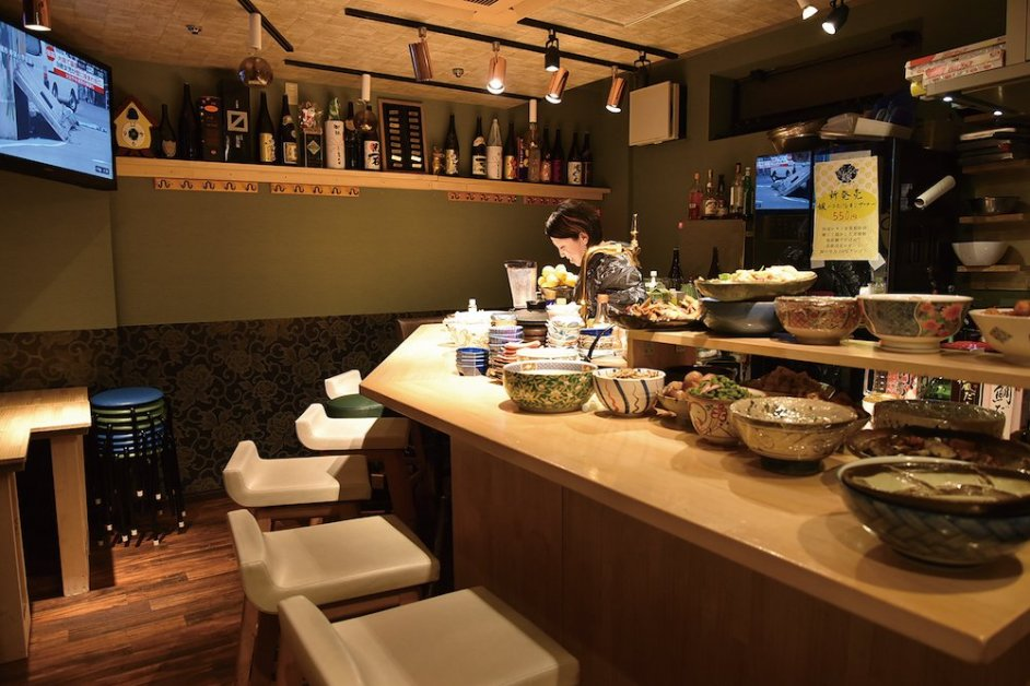 Counter seats with the platters spread out in front of you
