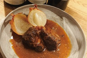 Beef and Red Wine Stew (¥1,600) (excluding tax) that you'll want to pair with wine