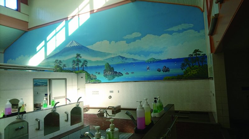Admire the huge painting of Mt. Fuji on the bathhouse wall.