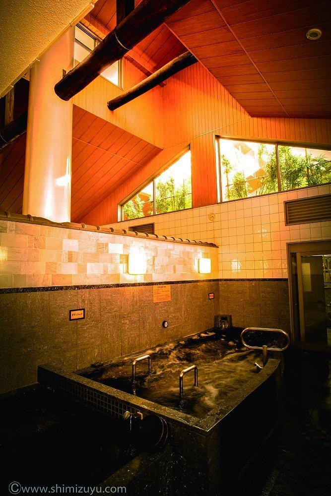 Indoor kuroyu bath with high concentration nanobubbles