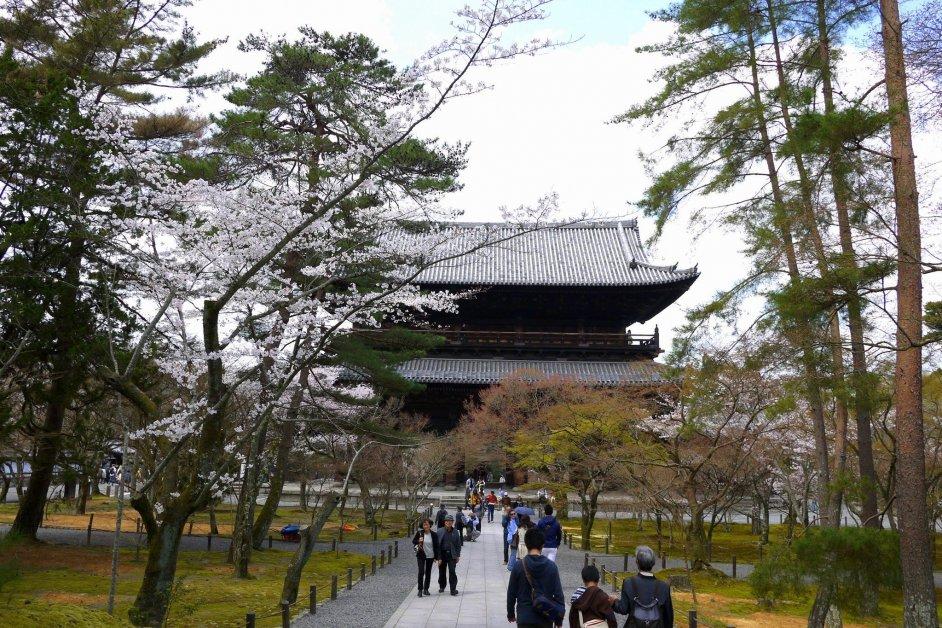 Path to the big gate of Nanzenji