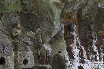Budas de piedra de Usuki